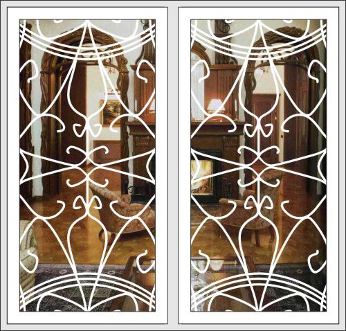 железные двери со встроенной решеткой